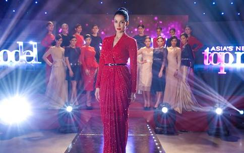 Asia's Next Top Model Season 2's head judge and host, Nadya Hutagalung (centre in red) premieres on Star World Photo Credit: Star World