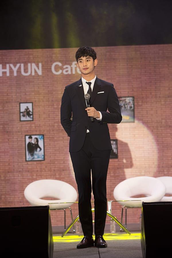 Kim Soo Hyun reveals his cheeky side & emotional side at Singapore fan meet