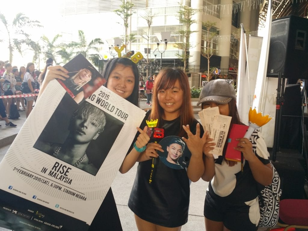 caption  - TAEYANG fan's happy to purchase the tickets they want