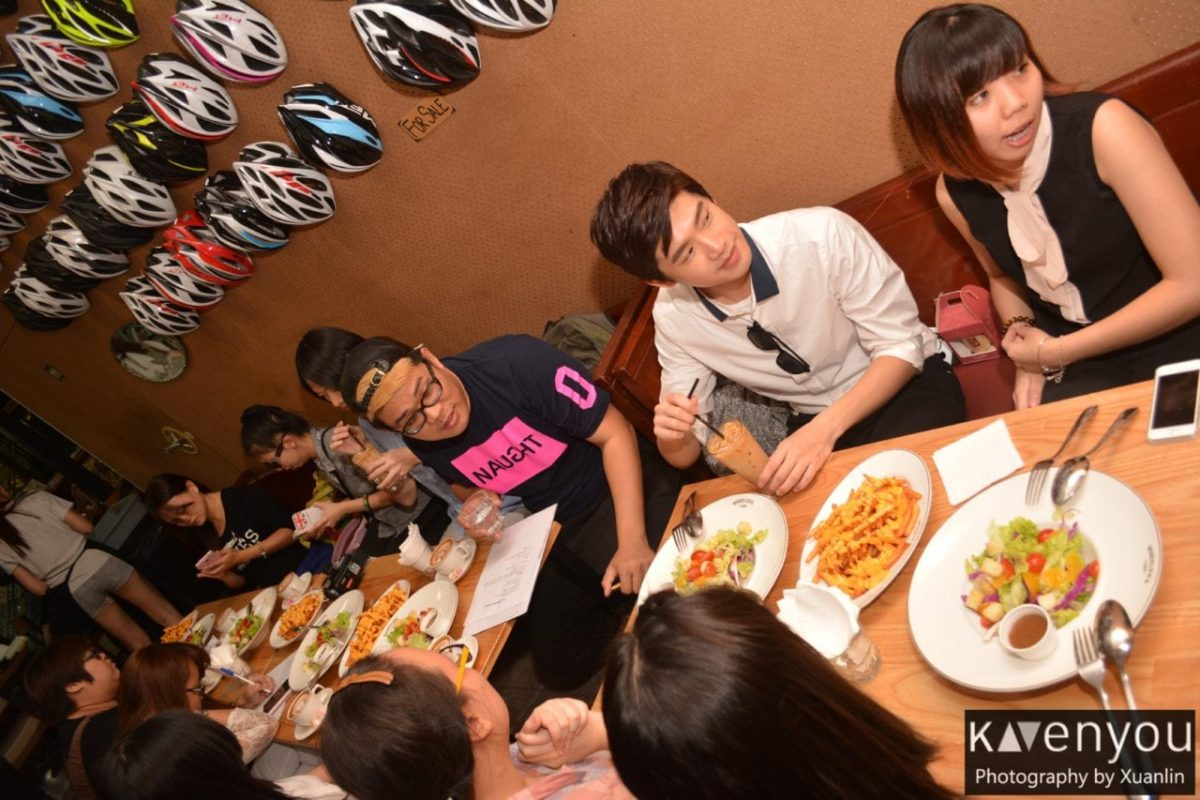 [COVERAGE] Sing Hom meets fans upclose over coffee in Singapore