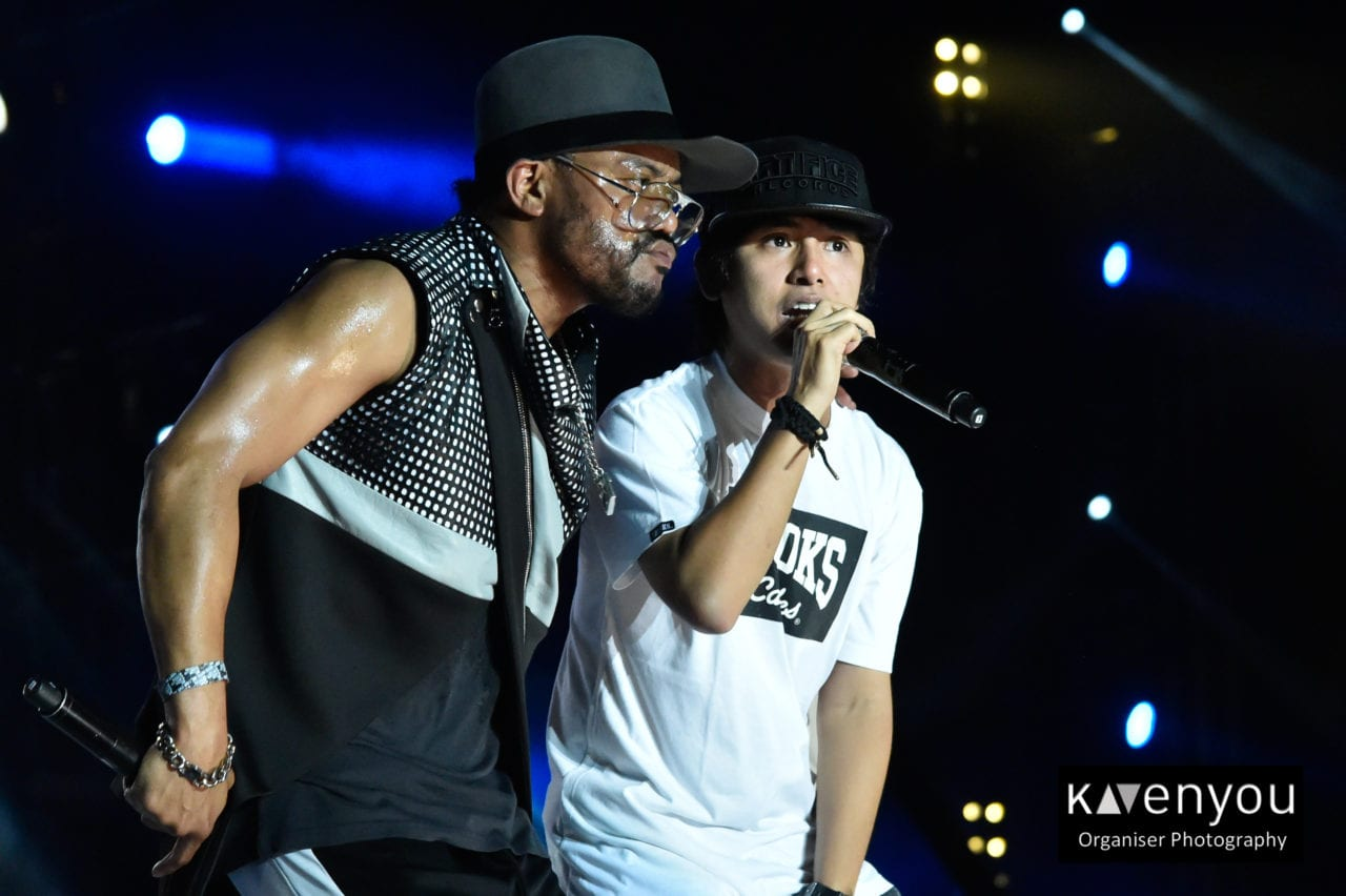 Apl.de.ap and Abra performing at MTV Music Evolution 2015 on 17 May (Credit - MTV Asia & Kristian Dowling)