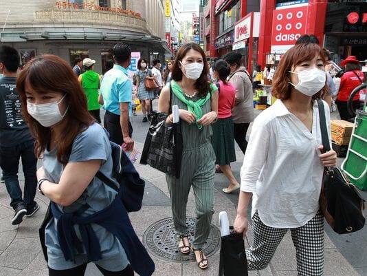 korea-mask-fashion-shopping