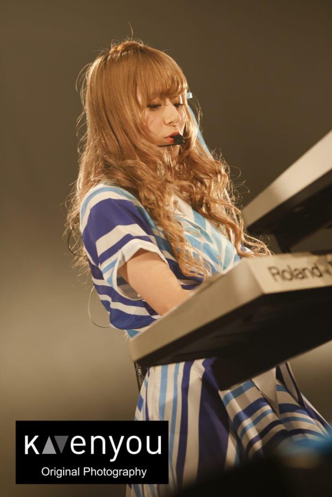 Photo 4 - Performance (4)
