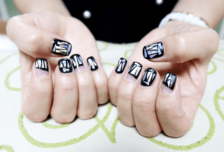 Be a dazzling girl with Korean holographic glass nails!