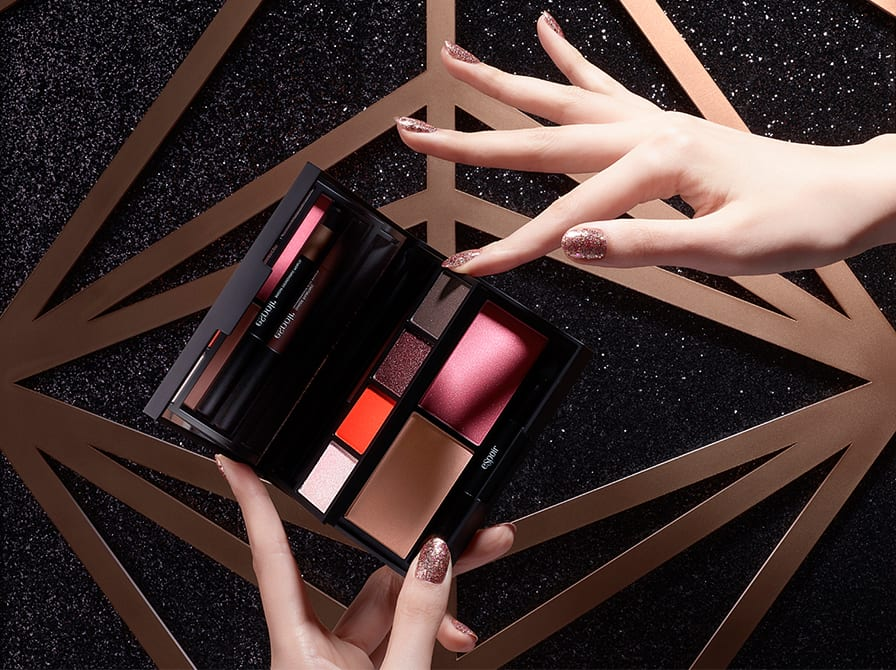 All I want for Christmas are these Korean makeup holiday sets!