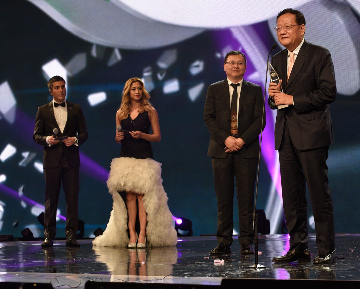 Mr-Liu-Changle-received-Award-for-Outstanding-Contribution-to-Asian-TV-at-ATA-2015