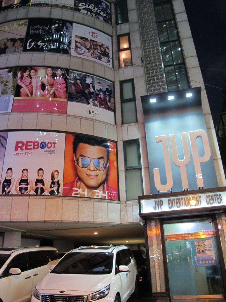 Exploring entertainment companies (SM, JYP, CUBE, FNC) at Cheongdam!