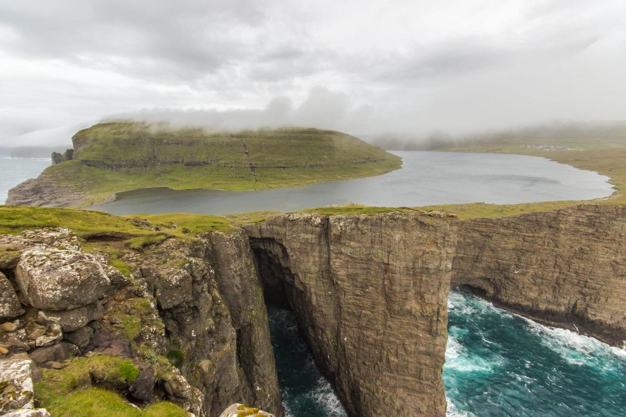 Lake-Sorvagsvatn-faroe-islands
