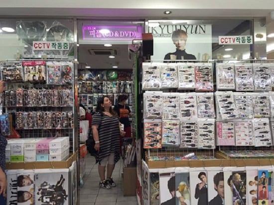 K-pop-Merchandise-1.jpg