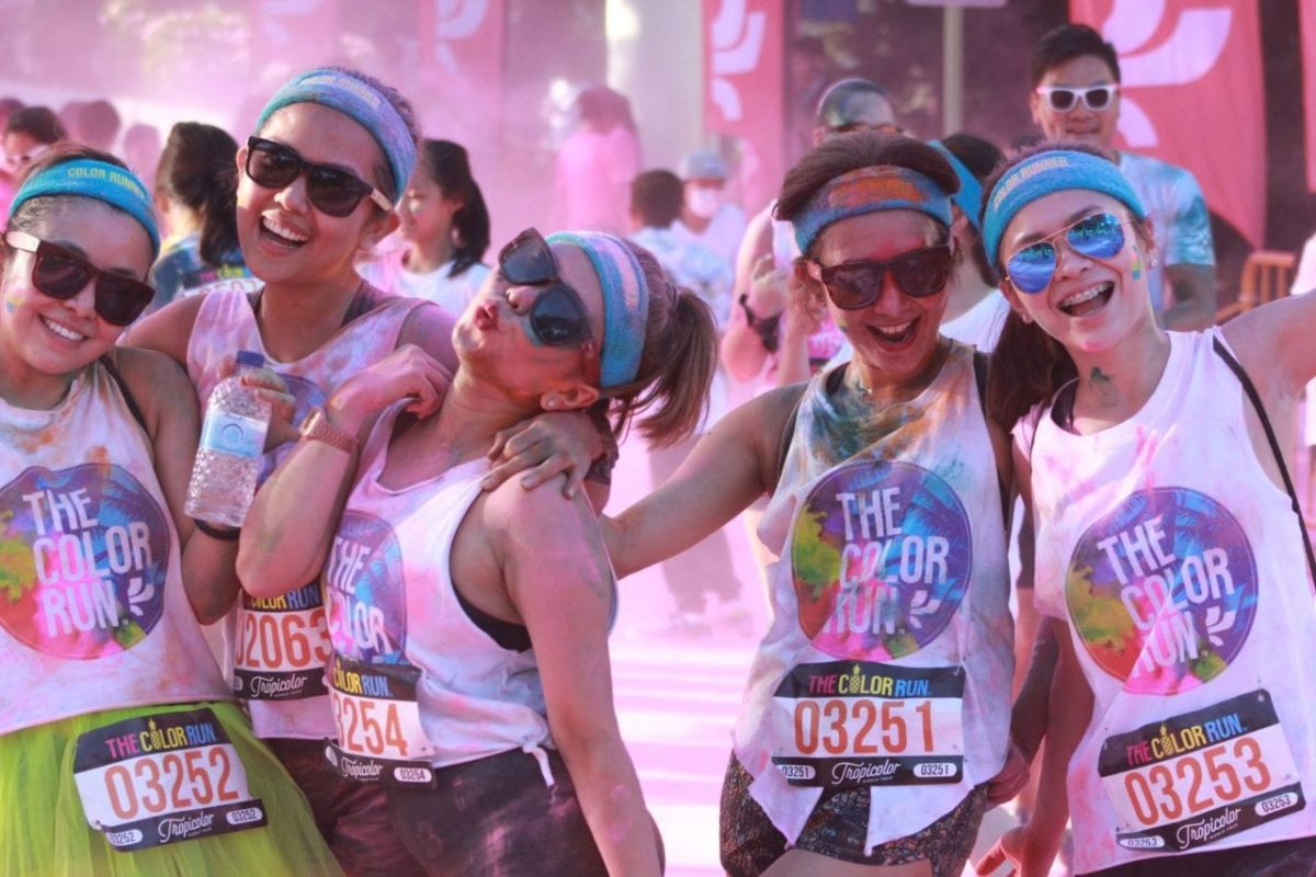 Colorful tropical theme brightens up The Color Run Singapore 2016!