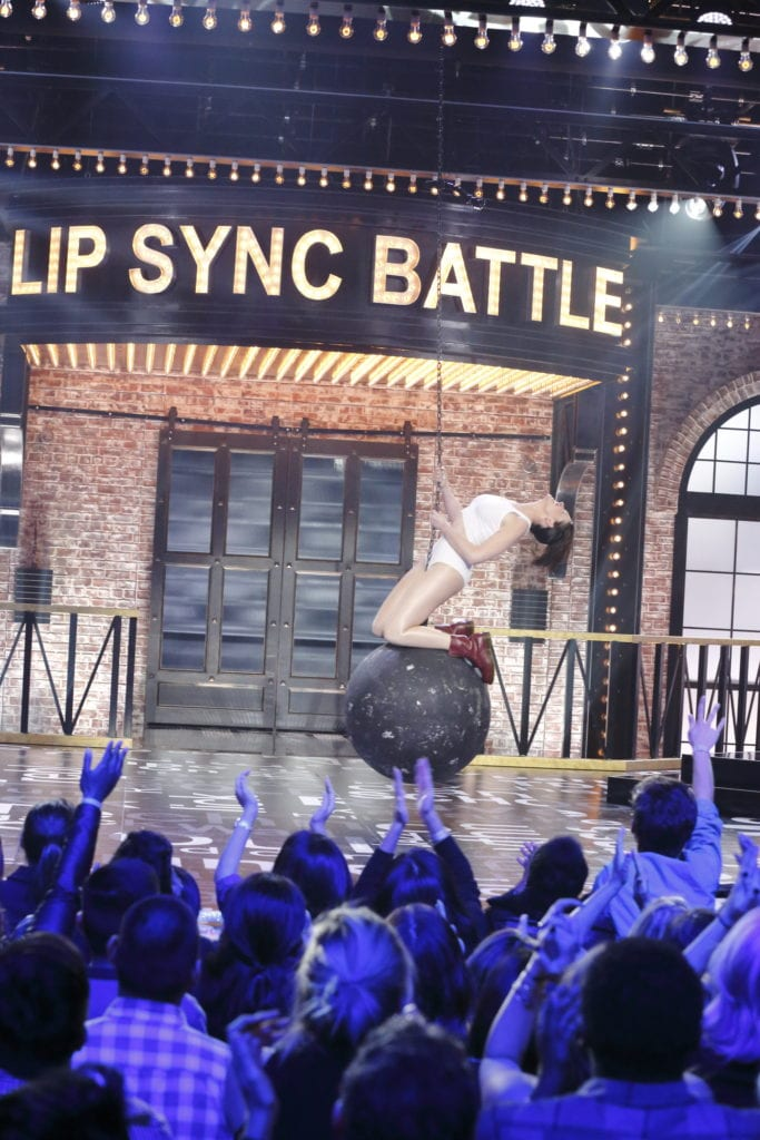 anne-hathaway-performs-miley-cyrus-wrecking-ball-on-lip-sync-battle