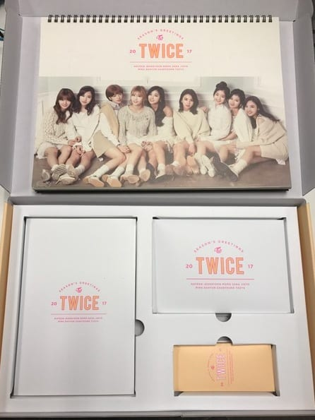 Twice Season's Greetings 2017-02