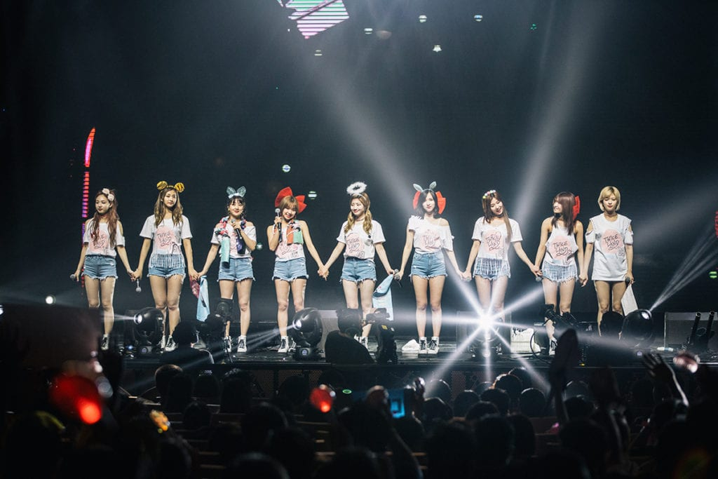 [COVERAGE] TWICE shows their cool, sexy, cute sides at first Singapore concert