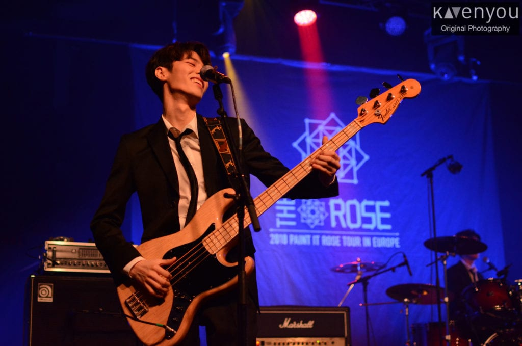 The Rose hold their 1st concert abroad and seduce Brussels