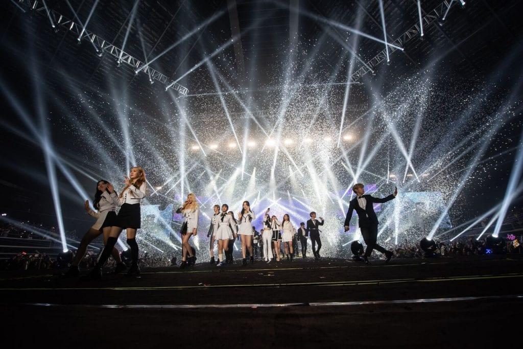 hallyupopfest 2018 day 1 concert finale