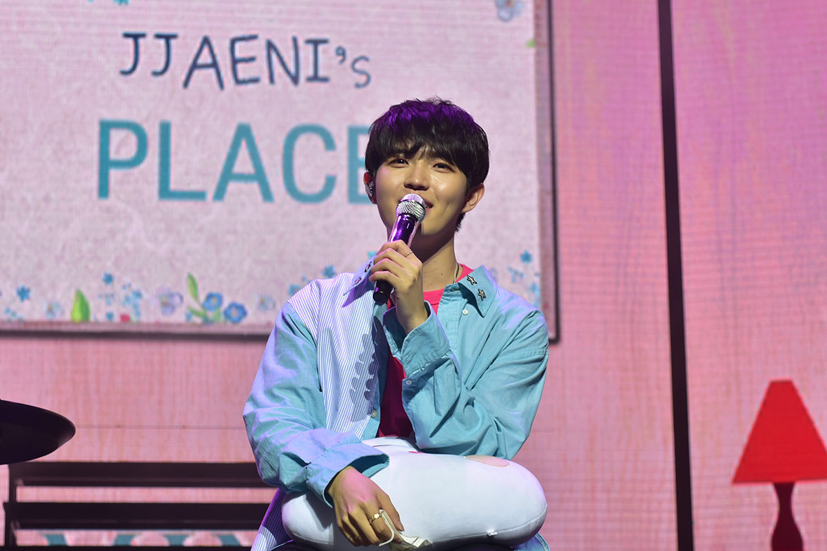 A sweeet~ ending to Kim Jaehwan's 1st fanmeet in Singapore