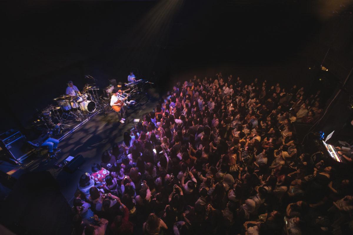 10cm live in Singapore – Dancing, fan chants, sing-alongs