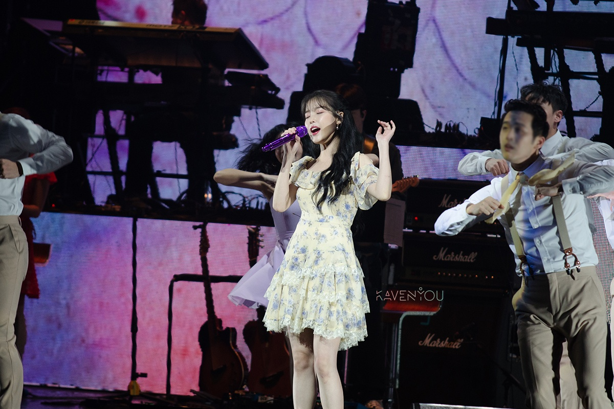 IU has no space for sadness as she successfully completes Love Poem in Singapore with Singaena